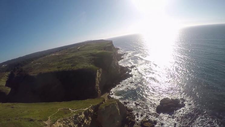 image vue aerienne de la falaise de Praia Bicas